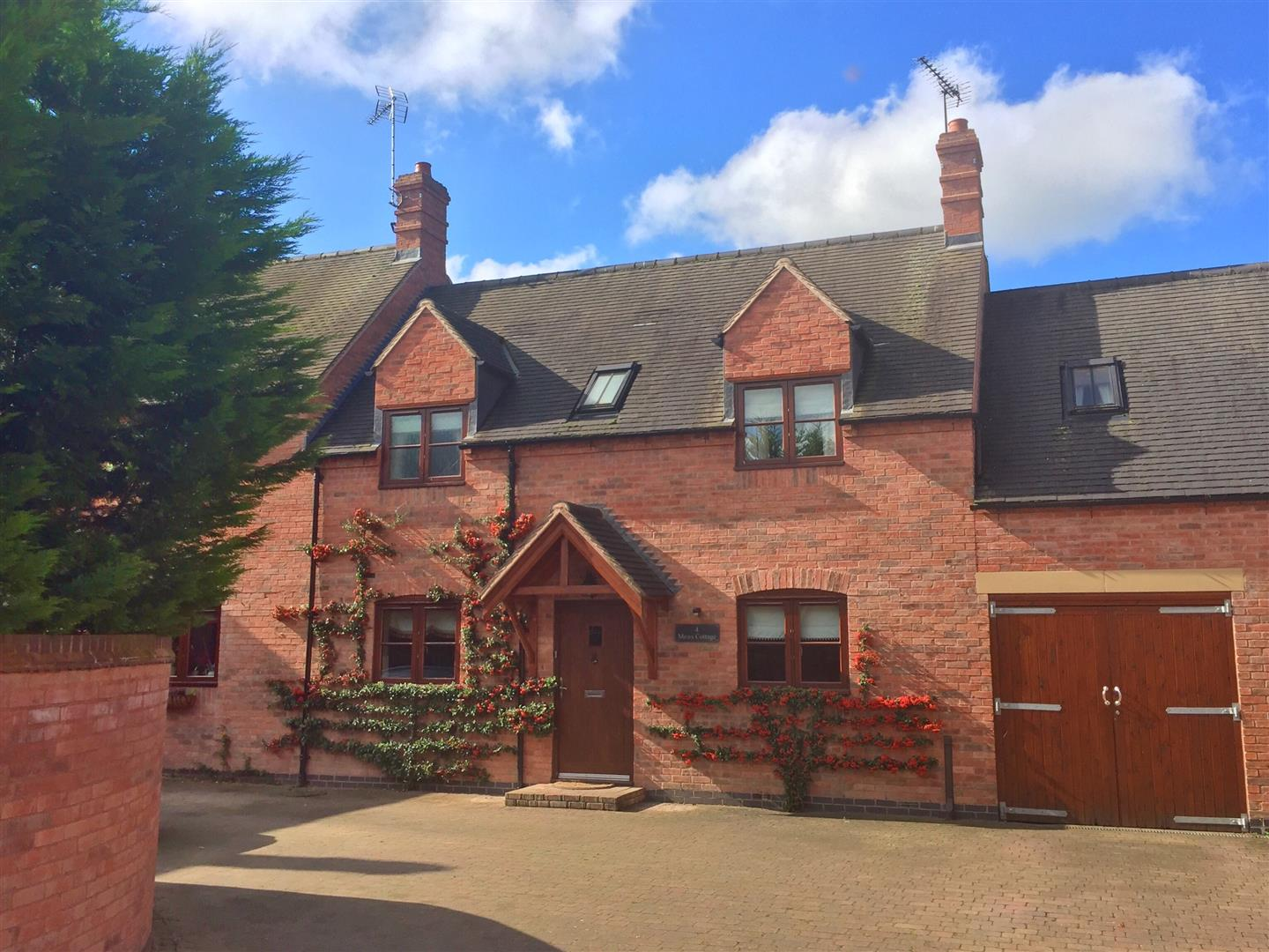 3 Bedrooms Mews House for sale in Alders Reach, Rolleston-On-Dove, Burton-On-Trent